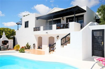 3 Bedroom villa with private heated pool in Nazaret