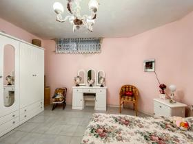 Image No.8-6 Bed Bungalow for sale