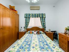Image No.6-6 Bed Bungalow for sale