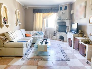 6a6c623b-efe0-44e0-8186-6ac15d4efaaf_livingroom2