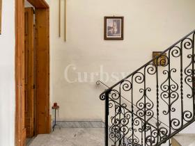 Image No.18-4 Bed Townhouse for sale