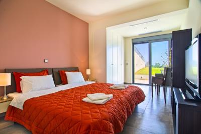 Luxury-properties-for-sale-in-Maleme-Platanias-Chania-Crete-with-large-bedrooms