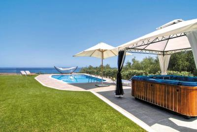 Luxury-villas-offered-for-sale-in-Chania-Crete-with-pool-and-jucuzzi