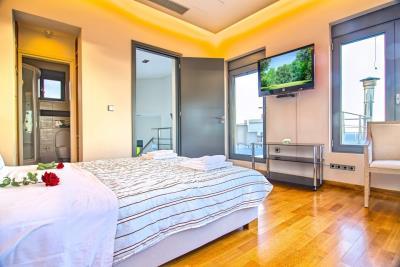 Villas-for-sale-in-Chania-Crete-with-en-suite-bathroom-and-wooden-floor