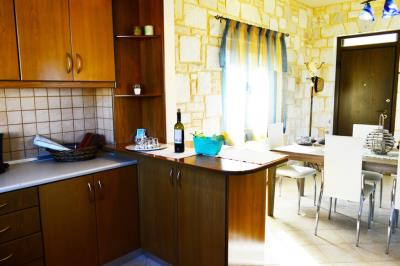 House-for-sale-in-Tavronitis-Chania-kitchen