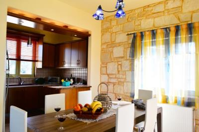 House-for-sale-in-Tavronitis-Chania-dining