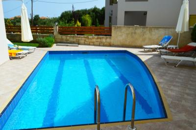 House-for-sale-in-Tavronitis-Chania-swimming-pool