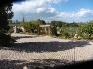Villa-for-sale-in-Vamos-Apokoronas-Chania-Crete-front-yard