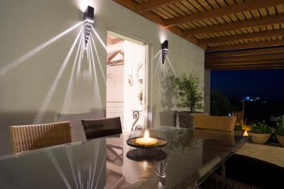 entrance-table-night-1