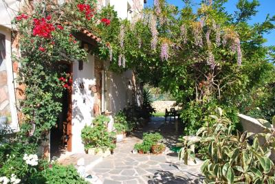 House-for-sale-in-Chania-Vamos-Front-Door-area