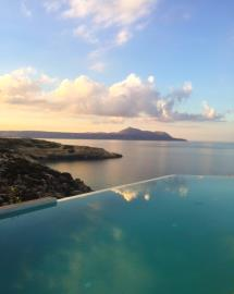 infinity-pool-luxury-seafront-villa-crete