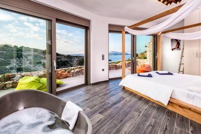 master-bedroom-luxury-seafront-villa-crete