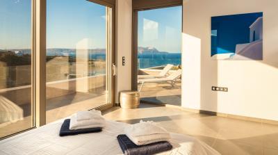 master-bedroom-upper-floor-luxury-seafront-villa-crete-3