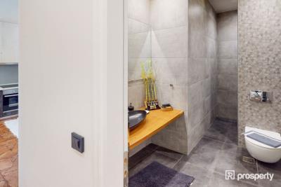 Acropolis-Bathroom