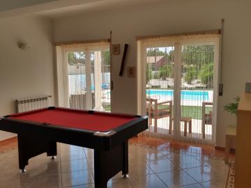 lounge-2-pool-table