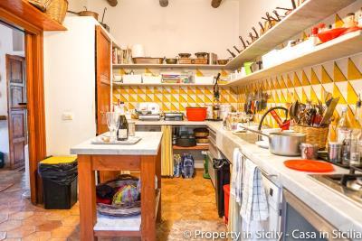 Property-to-sell-in-sicily-villa-delle-melie-collesano-real-estate-41