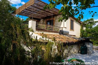 Property-to-sell-in-sicily-villa-delle-melie-collesano-28