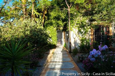 Property-to-sell-in-sicily-villa-delle-melie-collesano-22