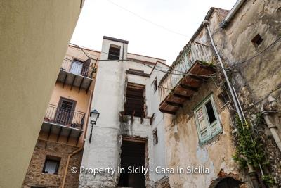Palazzo-san-giuliano-renovation-project-1-euro-32