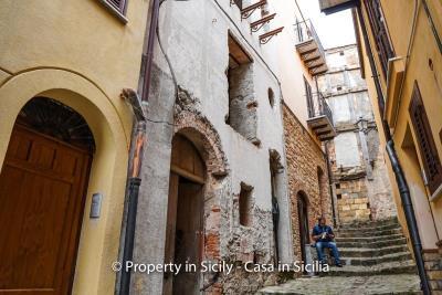 Palazzo-san-giuliano-renovation-project-1-euro