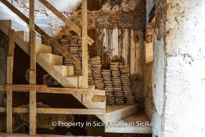 Palazzo-san-giuliano-renovation-project-1-euro-16