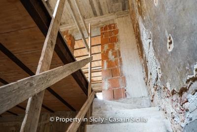 Palazzo-san-giuliano-renovation-project-1-euro-17