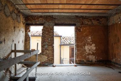 Palazzo-san-giuliano-renovation-project-1-euro-18