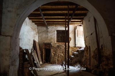 Palazzo-san-giuliano-renovation-project-1-euro-4
