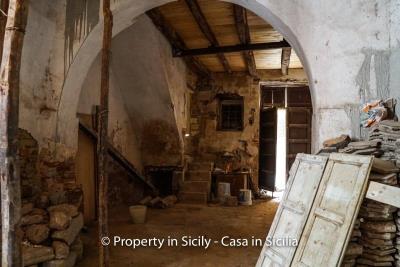 Palazzo-san-giuliano-renovation-project-1-euro-6