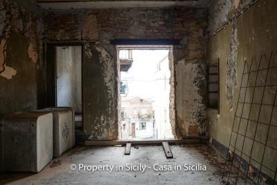 Palazzo-san-giuliano-renovation-project-1-euro-10