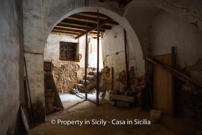 Palazzo-san-giuliano-renovation-project-1-euro-3