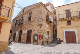 Image No.0-Maison de ville de 3 chambres à vendre à Pollina