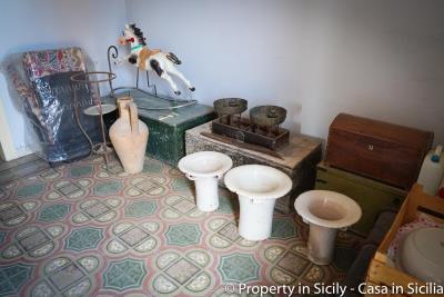 House-to-sell-pollina-1-euro-house-sicily-casa-maioliche-31