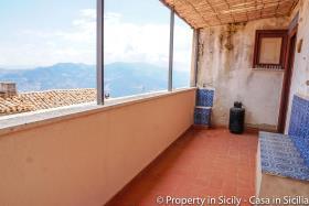 Image No.11-Maison de ville de 3 chambres à vendre à Pollina