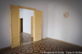 Image No.32-Maison de ville de 3 chambres à vendre à Pollina