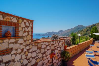 Villa-Sonja-Swimmingpool-Letojanni-Sicily-property-36