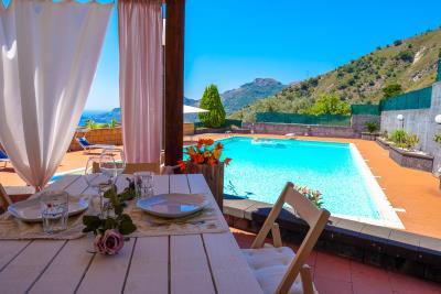 Villa-Sonja-Swimmingpool-Letojanni-Sicily-property-15