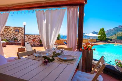 Villa-Sonja-Swimmingpool-Letojanni-Sicily-property-16