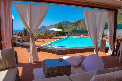 Villa-Sonja-Swimmingpool-Letojanni-Sicily-property-13