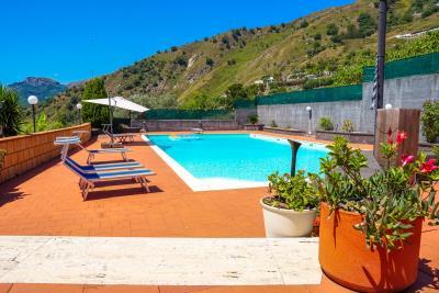 Villa-Sonja-Swimmingpool-Letojanni-Sicily-property-11