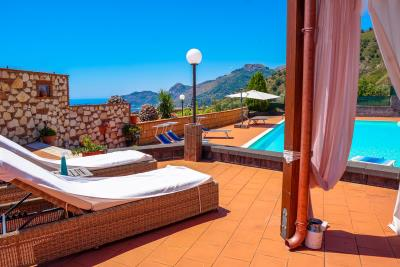 Villa-Sonja-Swimmingpool-Letojanni-Sicily-property-12