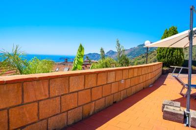 Villa-Sonja-Swimmingpool-Letojanni-Sicily-property-9