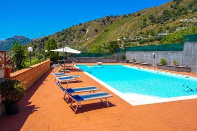 Villa-Sonja-Swimmingpool-Letojanni-Sicily-property-10