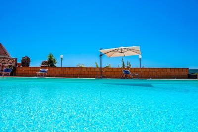 Villa-Sonja-Swimmingpool-Letojanni-Sicily-property-3