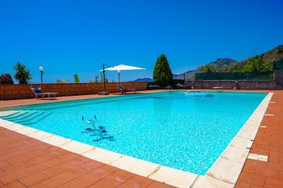 Villa-Sonja-Swimmingpool-Letojanni-Sicily-property-2