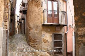 Image No.0-Maison de ville de 2 chambres à vendre à Pollina