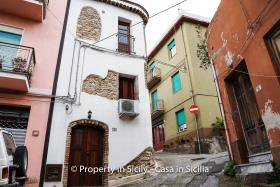 Image No.30-3 Bed Townhouse for sale