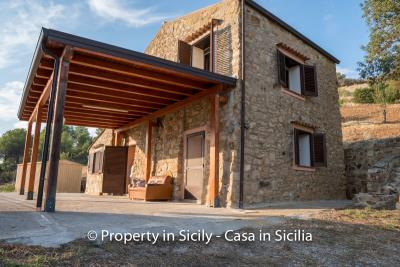 Casa-Rosa-real-estate-cefalu-ready-to-use-property-in-sicily-1