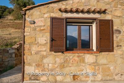 Casa-Rosa-real-estate-cefalu-ready-to-use-property-in-sicily-3