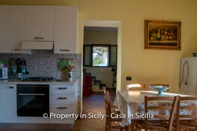 Casa-Rosa-real-estate-cefalu-ready-to-use-property-in-sicily-9